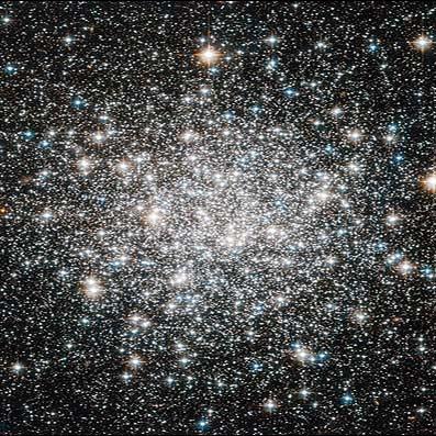 تصویر زیبای هابل از خوشه ستارهای 10 میلیارد ساله