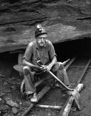 کارگران معترض معدن زغال سنگ غرب ایتالیا را اشغال کردند