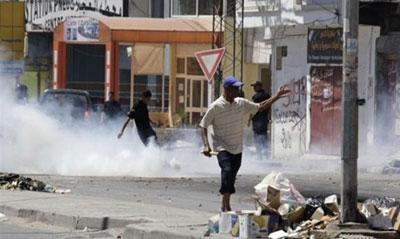 سرکوب تظاهرکنندگان تونسی با گاز اشکآور و گلوله پلاستیکی