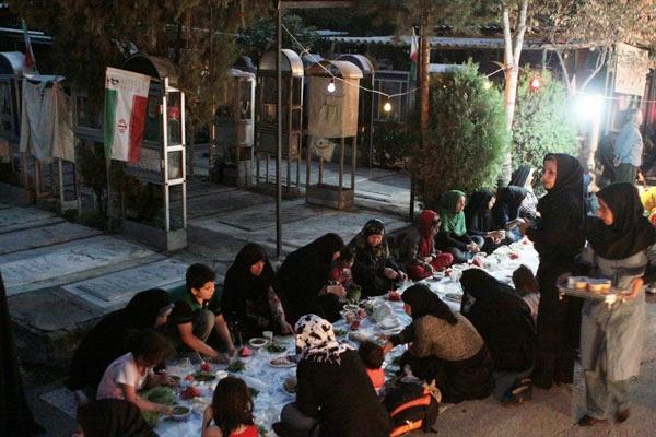 گزارش تصویری از ضیافت افطار شهدا