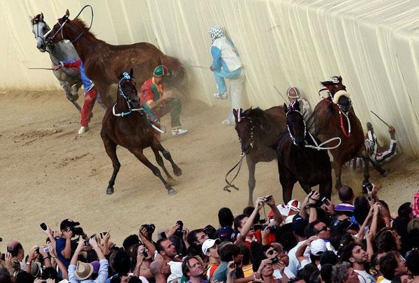 زمانی برای تصادف اسبها