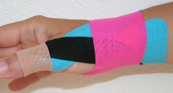 این نوارهای رنگارنگ روی بدن ورزشکاران در المپیک چیست؟