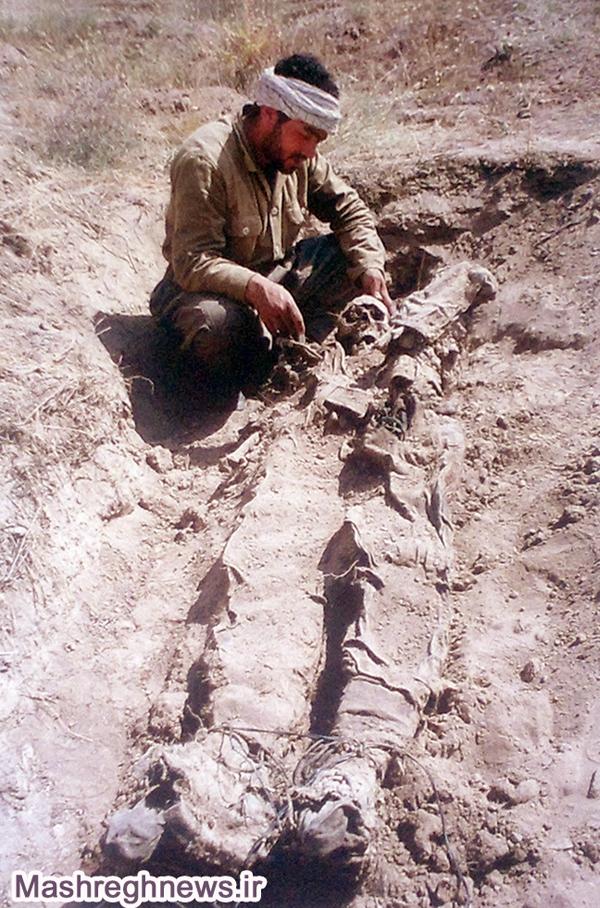 تصویری از پاهای بسته فرزند خمینی (ره)