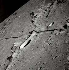 پوسته ماه، نازکتر از آنچه تا کنون تصور میشد
