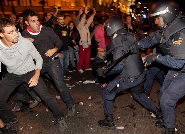 درگیری پلیس با تظاهرکنندگان در مادرید