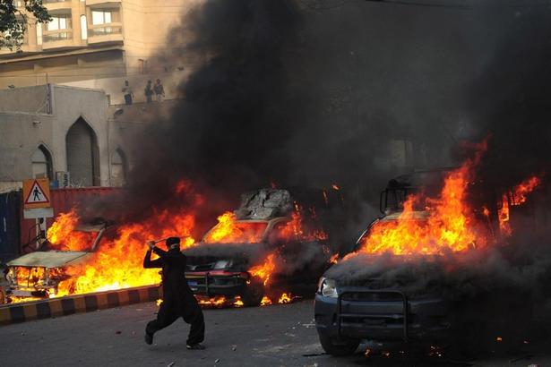 تظاهرات مردم پاکستان در حمایت از پیامبر اسلام 16 کشته برجا گذاشت