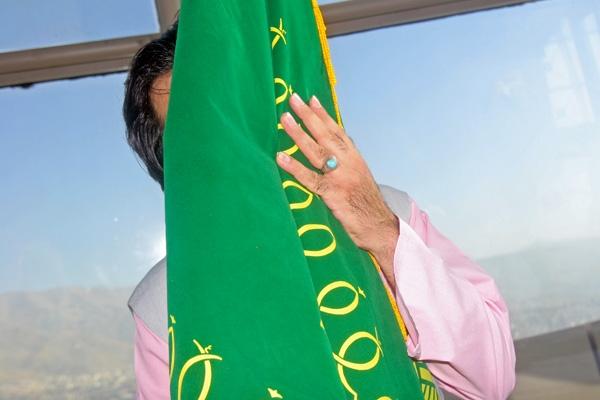 پرچم حرم امام رضا (ع) بر بلندای برج میلاد