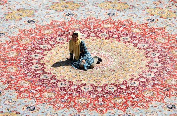 تصاویر رونمایی از سومین فرش بزرگ پارچه جهان