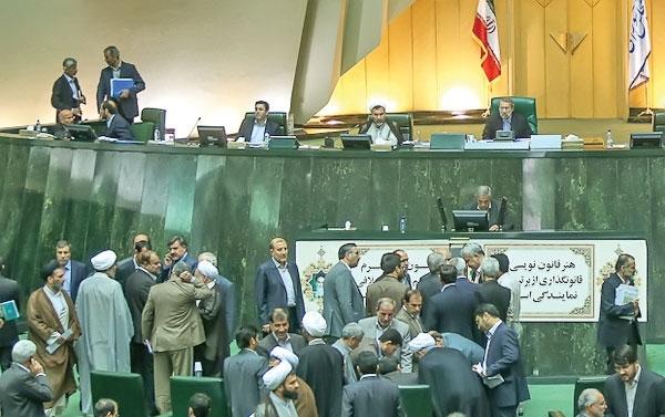 کارت زرد دوباره مجلس به وزیر اقتصاد