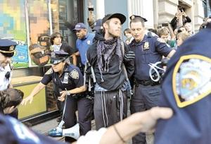 دستگیری معترضان آمریکایی در سالگرد جنبش والاستریت