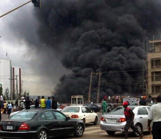بازار آتن در پی انفجار بمب تعطیل شد