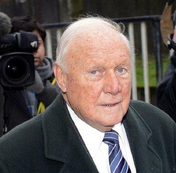یکی از مجریان مشهور بی بی سی به اتهام کودک آزاری دادگاهی شد