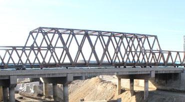 نصب پل موقت تقاطع بزرگراه فتح با رودخانه کن