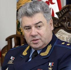 ادای احترام فرمانده نیروی هوایی روسیه بر سر مزار شهدای گمنام