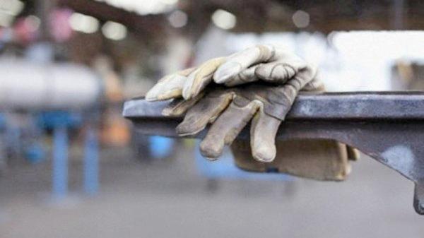 گذران سخت زندگی کارگران قند اهواز بدون دریافت ۳۴ماه حقوق