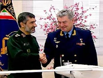 اهدای پهپادساخت سپاه به فرمانده نیروی هوایی ارتش روسیه