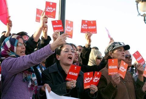ازسرگیری گفت گوهای ملی میان دولت تونس و مخالفان؛درخواست مردم برای استعفای دولت