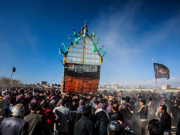 تصاویر آیین نخلگردانی در عاشورای حسینی - سبزوار