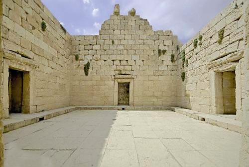 خفاشها معبد باستانی آناهیتا را تسخیر کردند