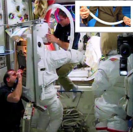 لباس فضانوردان به لوله تنفسی مجهز شد
