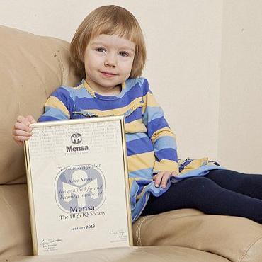 دختر سه ساله انگلیسی با هوشبهر بالاتر از هاوکینگ