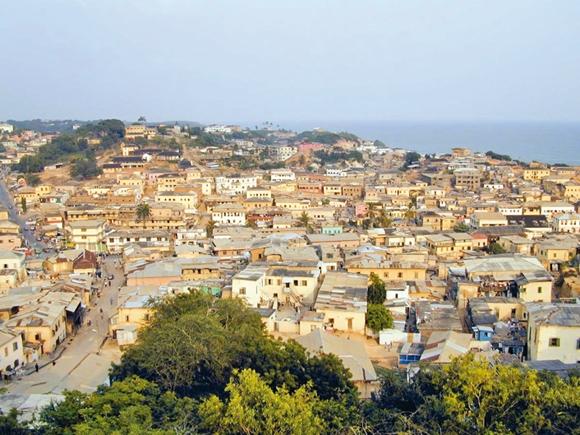 غنا و زبالههای پراکنده در سطح شهر آکرا