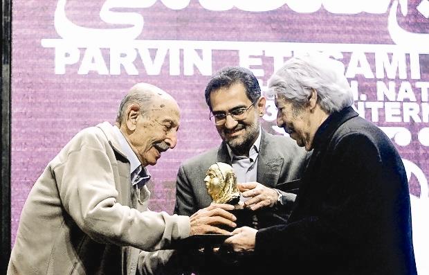 تجلیل از مرتضی احمدی در اختتامیه جشنواره فیلم پروین