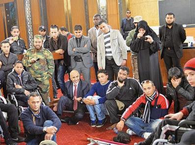یورش دهها تن از انقلابیون لیبی به مقر پارلمان این کشور