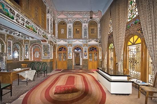 خانه ثبت ملی شده آنتیک واقع در بازار چهل تن تهران
