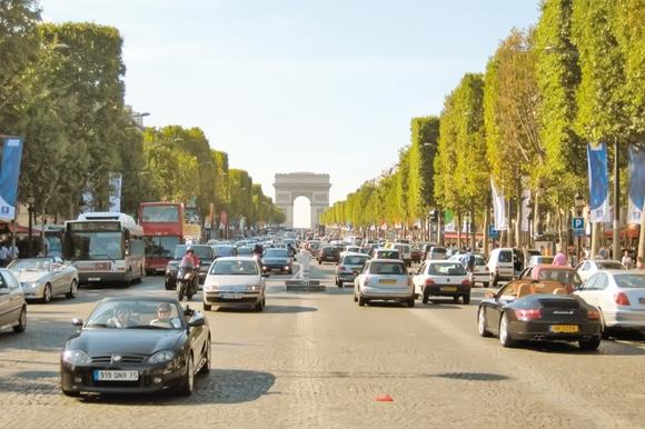 پاریس و پاسخگویی به نیاز برق ساکنان حومه