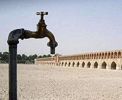 سکوت در برابر شکستن لوله انتقال آب زایندهرود به یزد
