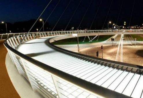 طراحی پل معلق برای دوچرخهسواری ایمن بر فراز خودروها