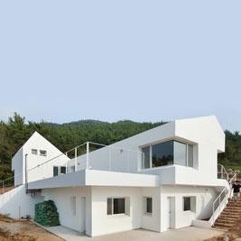 خانهای که به جای مصرف، انرژی تولید میکند