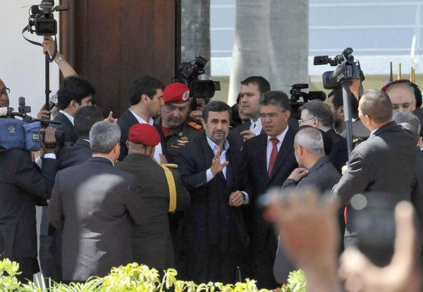 تصاویر؛ از اشکهای احمدی نژاد تا گریههای کودکان ونزوئلایی
