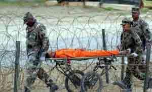 درگیری نیروهای ارتش آمریکا و زندانیان گوانتانامو