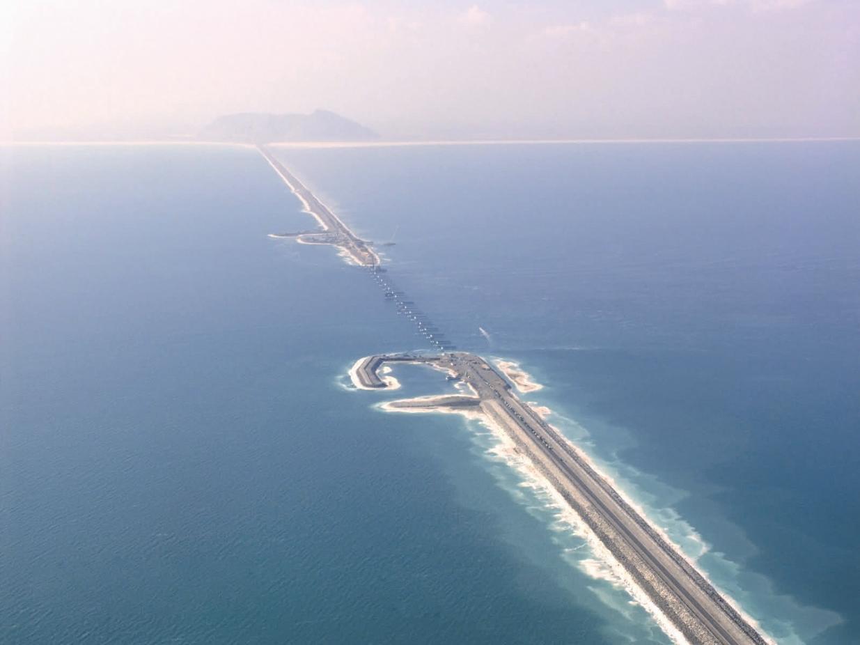 قسمت نخست طرح پل میانگذر ارومیه در سال 87 افتتاح شد اما دو قسمت دیگر نیمه تمام مانده است