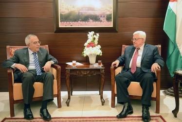 عباس استعفای فیاض را پذیرفت
