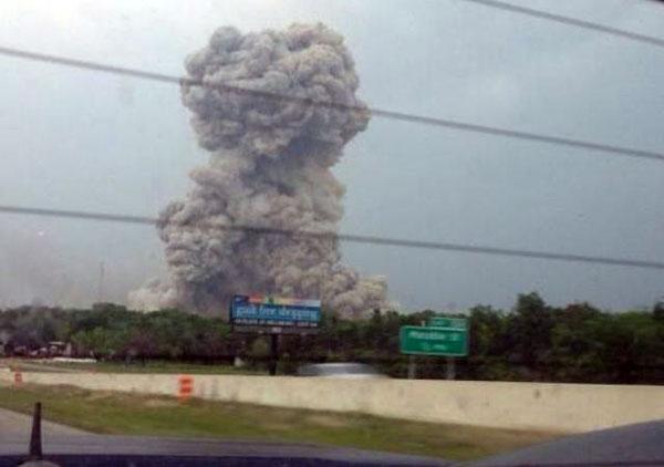 عکسهای انفجار مرگبار در کارخانه مواد شیمیایی تگزاس