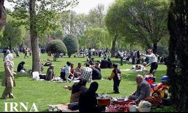 حضور گسترده خانوادهها در بوستانها در روز طبیعت