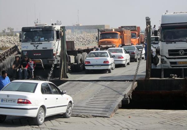 تصاویر حمل خودروها از بندر پل در ساحل خلیج فارس به جزیره قشم