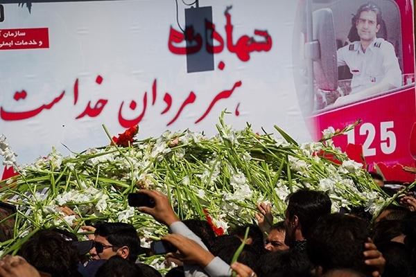 نمایش قدرشناسی مردم در تشییع آتشنشان فداکار؛ شهید امید عباسی