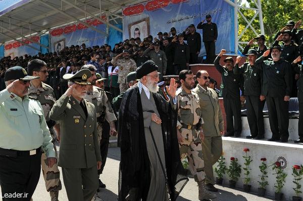 تصاویر حضور رهبر انقلاب در مراسم دانش آموختگی دانشجویان افسری دانشگاه امام حسین