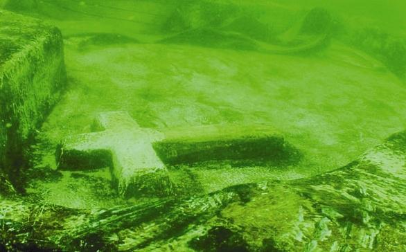 اقامه نماز ادیان الهی زیر آبهای خلیجفارس