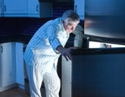 5 ترفند برای جلوگیری از پرخوریهای شبانه