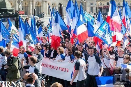 تظاهرات هزاران نفر از هواداران جبهه ملی راست افراطی فرانسه