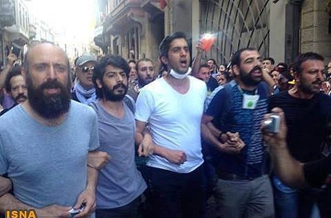 بازیگر نقش سلطانسلیمان در سریال حریم سلطان در جمع معترضان استانبولی