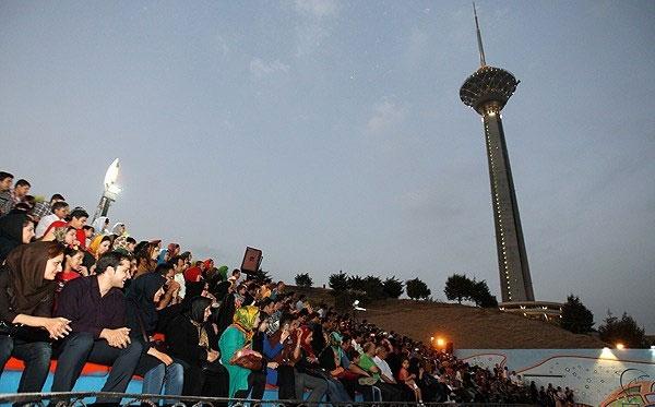 تماشای مسابقه والیبال ایران - ایتالیا در برج میلاد تهران