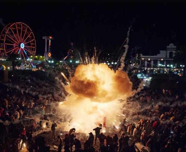 عکسهای جشنواره ملی آتشبازی در مکزیک؛ آتش در میان شهر