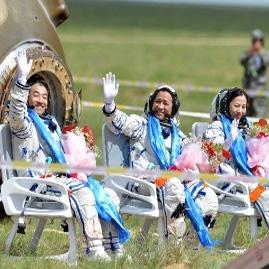 فضانوردان چینی سالم به زمین بازگشتند