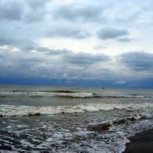 گلولههای سیاه نفتی در سواحل دریای خزر